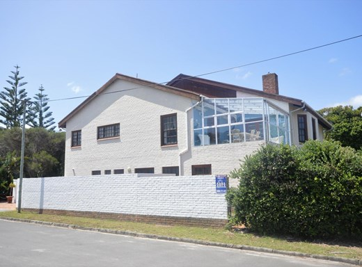 4 Bedroom House for Sale in Eastcliff