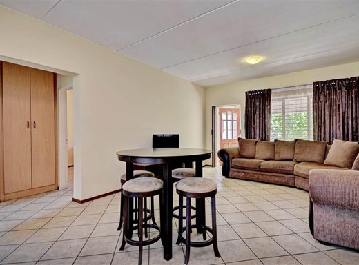 2 Bedroom Townhouse for Sale in Sunninghill