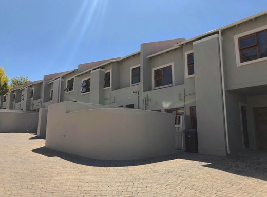 3 Bedroom Townhouse for Sale in Oaklands