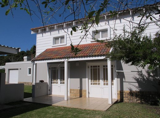 2 Bedroom Apartment for Sale in Keurboomstrand