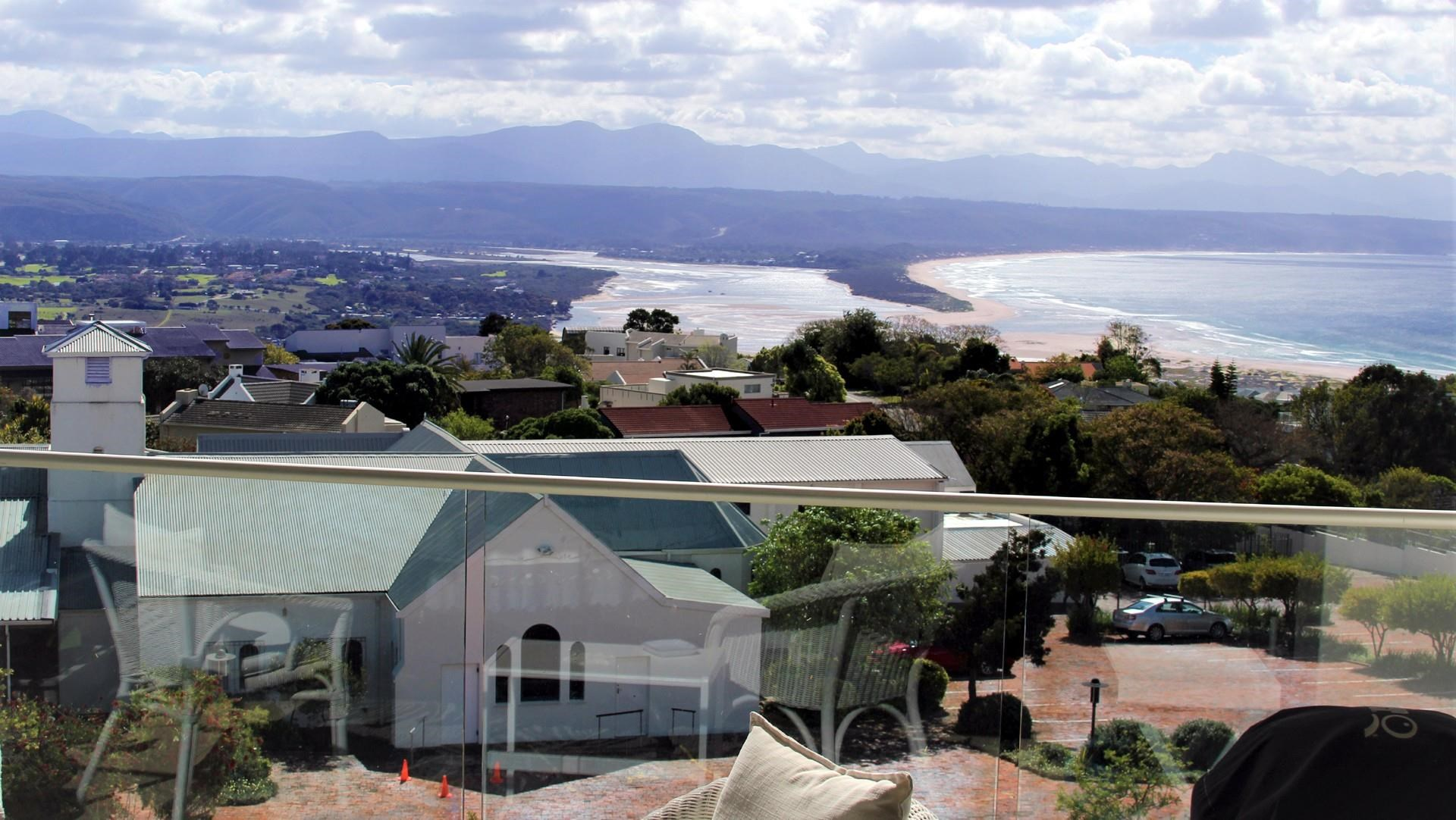 3 Bedroom Apartment for Sale in Plett Central