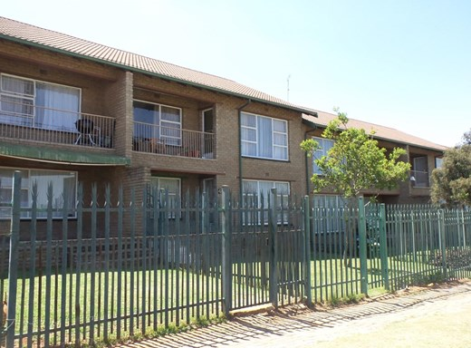 2 Bedroom Apartment for Sale in Krugersdorp North
