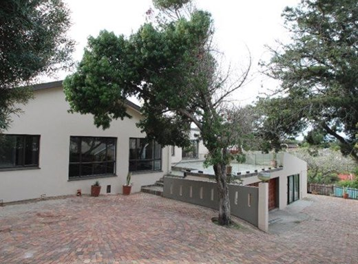 7 Bedroom House for Sale in Beacon Bay