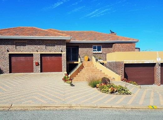 4 Bedroom House for Sale in Still Bay West