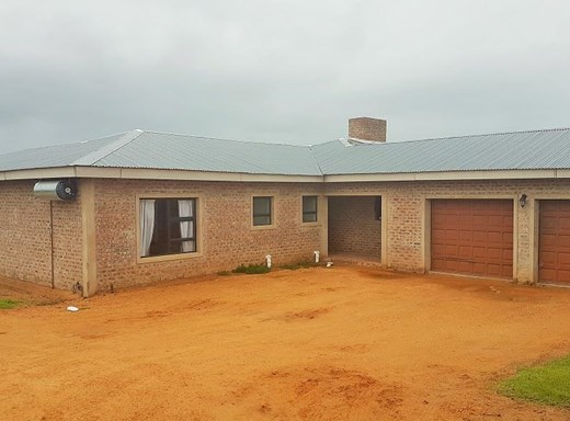 5 Bedroom House for Sale in Still Bay West