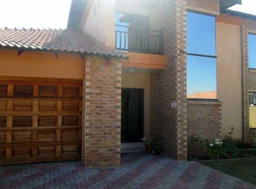 5 Bedroom House for Sale in Aerorand