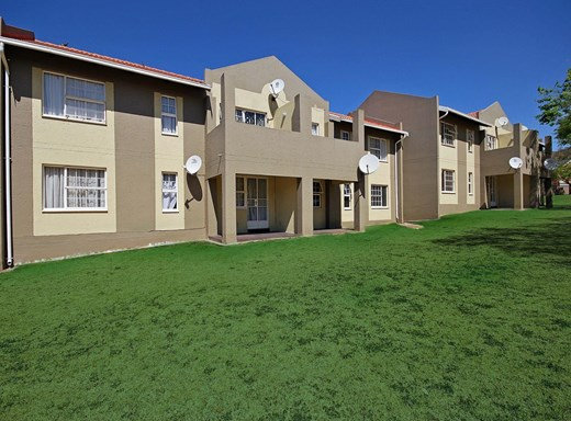 2 Bedroom Townhouse for Sale in Meyersdal