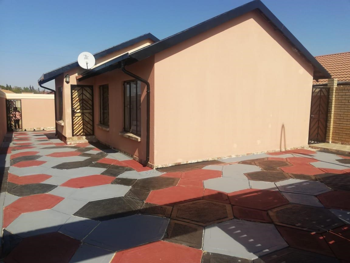 3 Bedroom House for Sale in Meadowlands