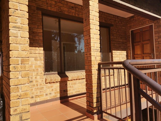 Meredale Townhouse For Sale