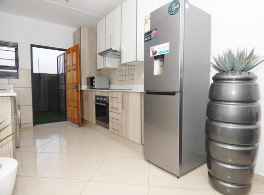 3 Bedroom Apartment for Sale in Ravenswood