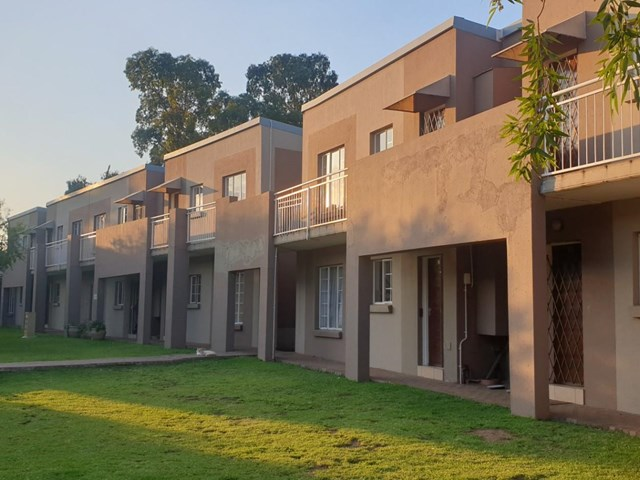 Brentwood Park Townhouse For Sale