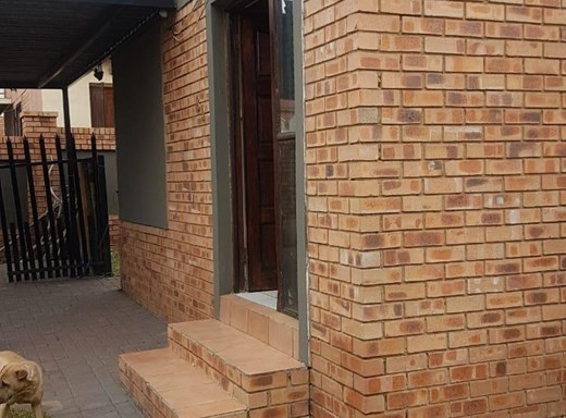 2 Bedroom Townhouse for Sale in Reyno Ridge