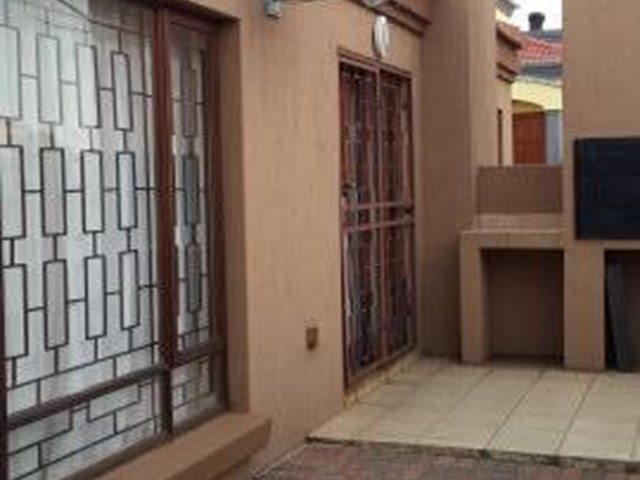 Hoeveld Park Townhouse For Sale