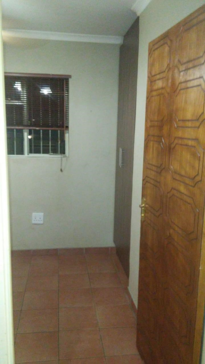 1 Bedroom Bachelor to Rent in Witbank Central