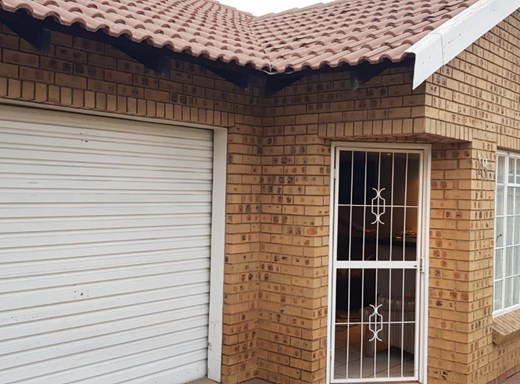 3 Bedroom Townhouse for Sale in Reyno Ridge