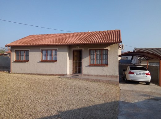 3 Bedroom House for Sale in Karino