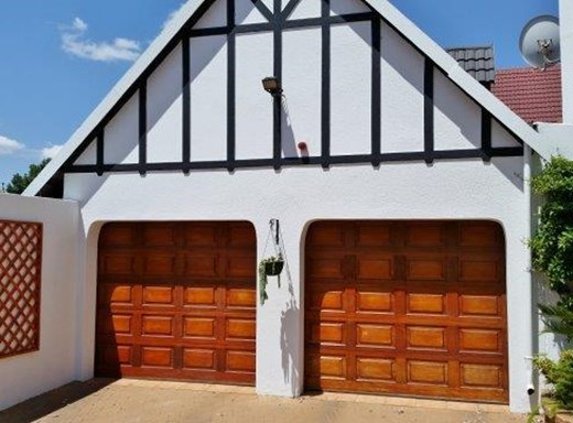 5 Bedroom House for Sale in Bedfordview