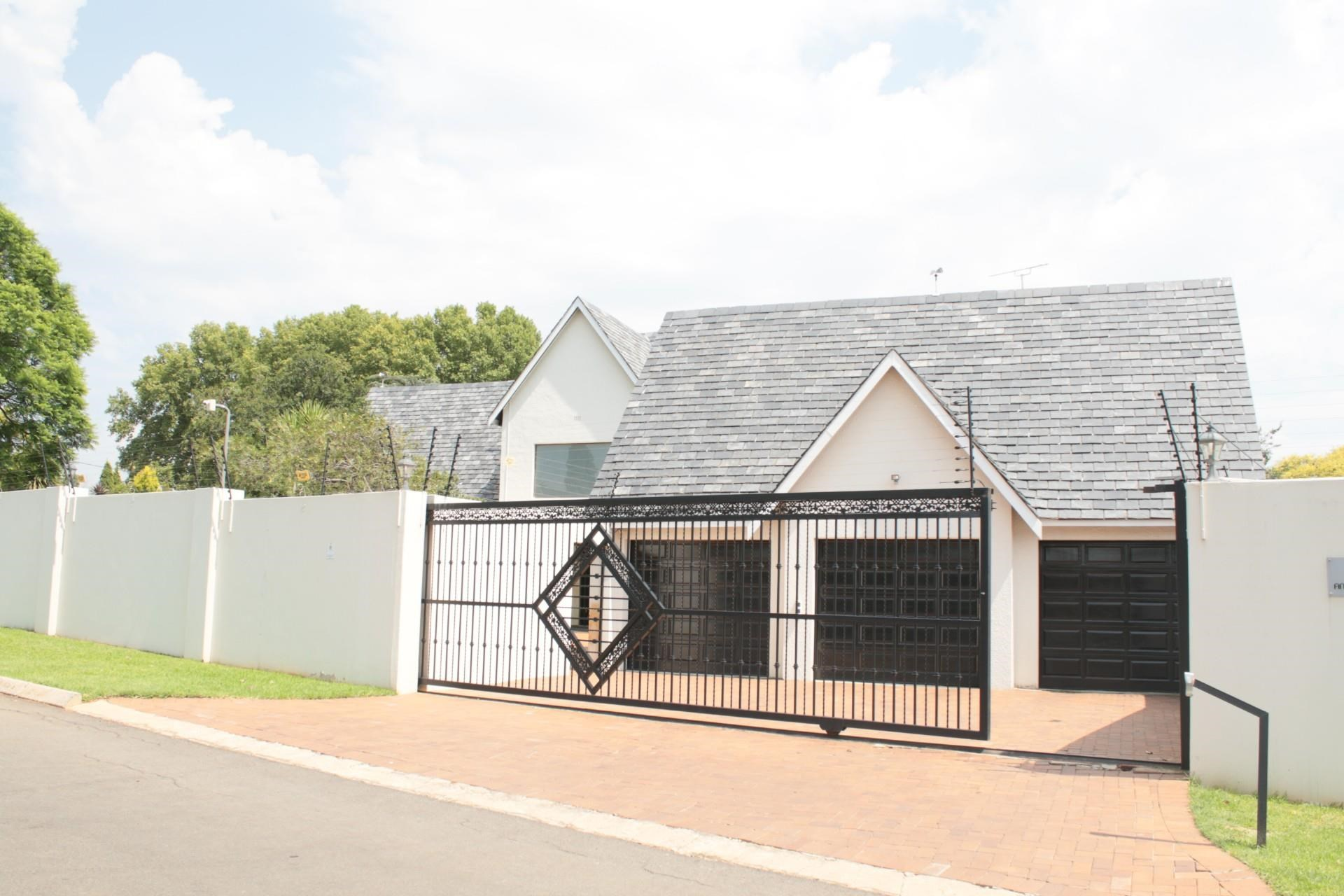 4 Bedroom House for Sale in Bedfordview