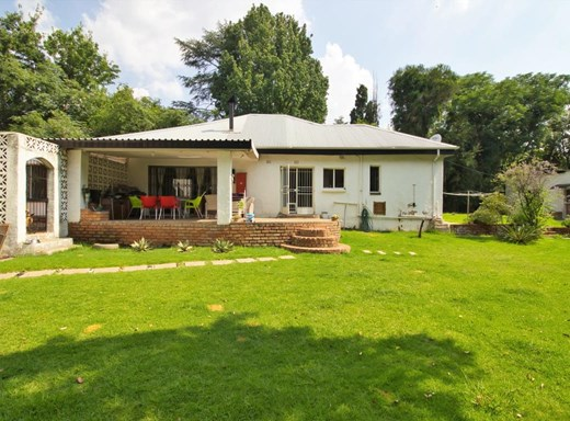 4 Bedroom House for Sale in Lombardy East