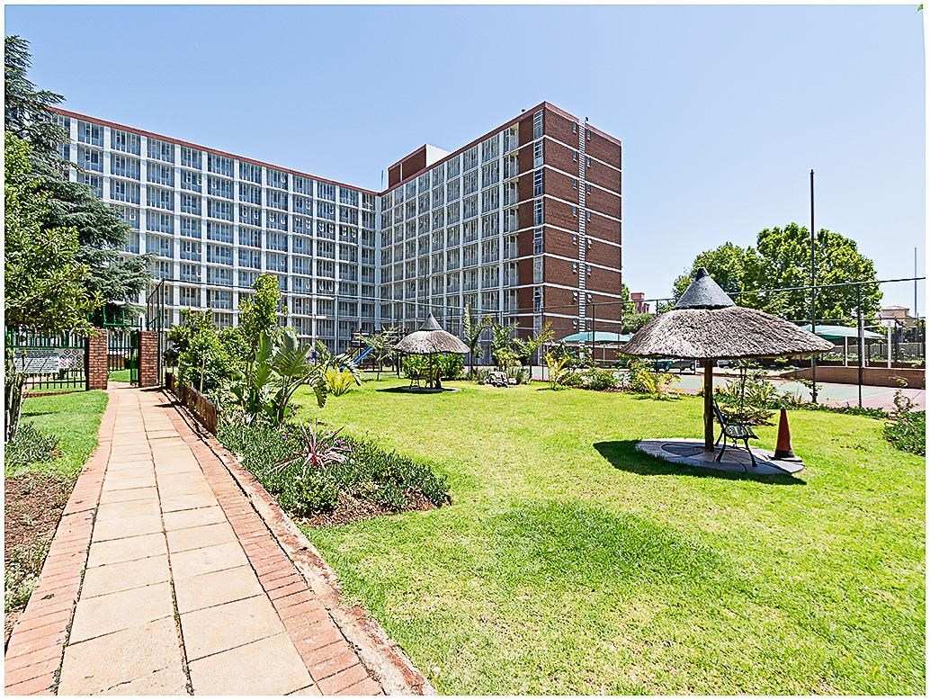 2 Bedroom Apartment for Sale in Bedford Gardens