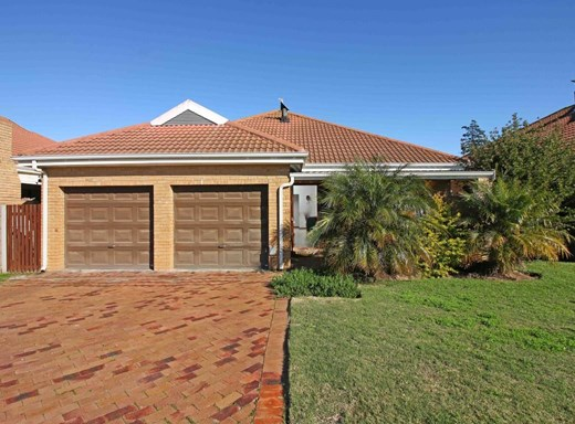 3 Bedroom Townhouse for Sale in Sonstraal Heights