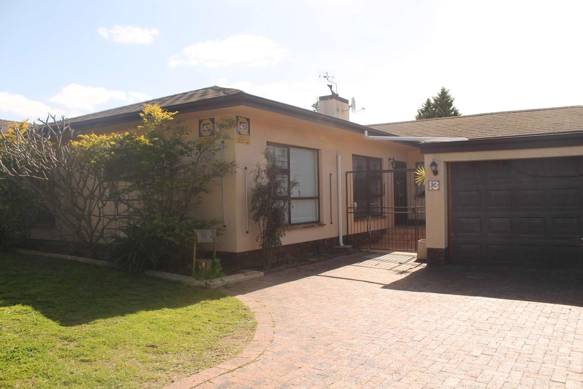 4 Bedroom House for Sale in Stellenberg