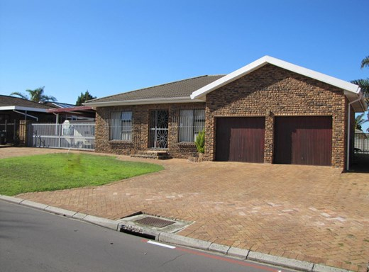 4 Bedroom House for Sale in Blommendal