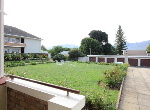 2 Bedroom Apartment to Rent in Paarl Central