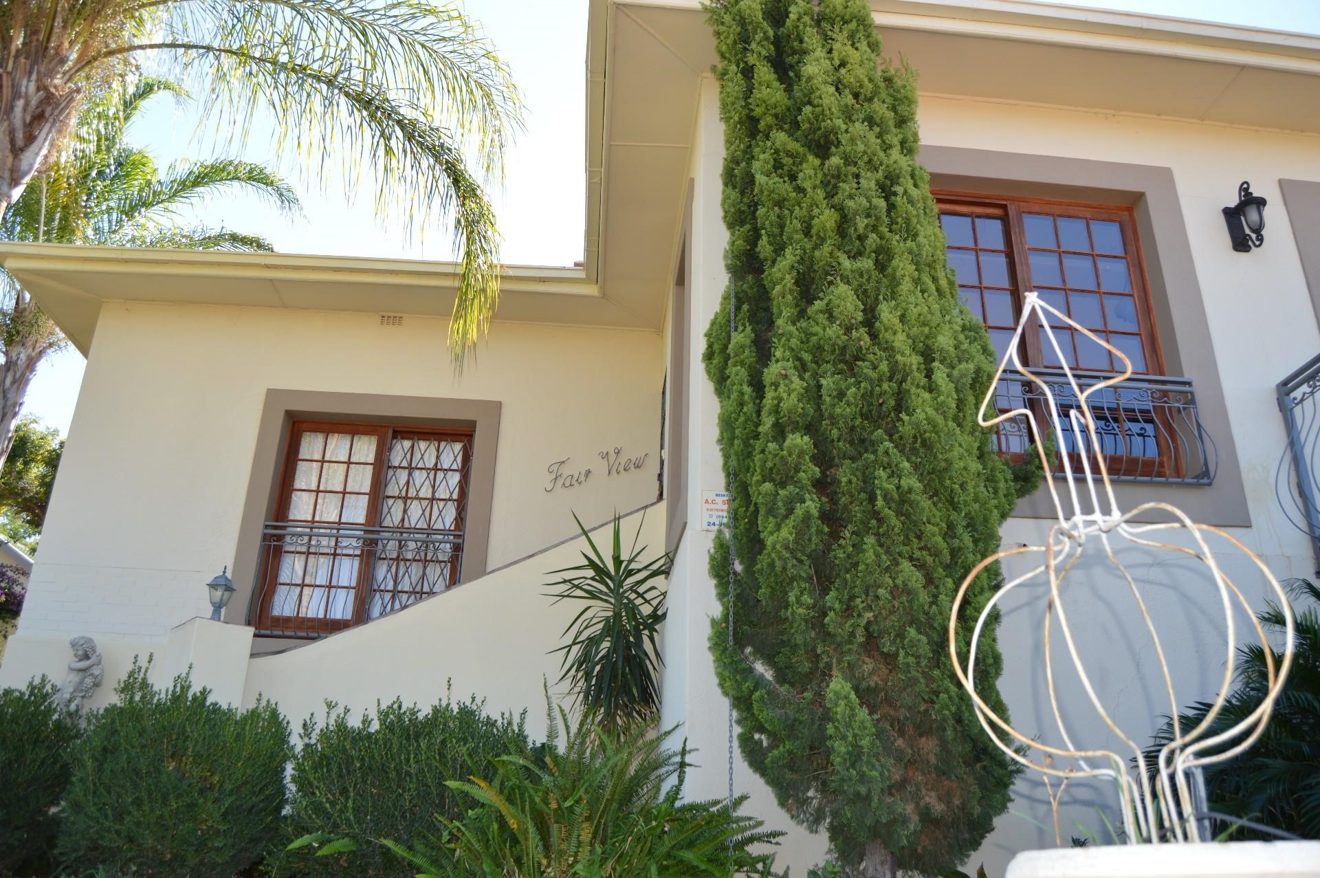 6 Bedroom House for Sale in Die Rand
