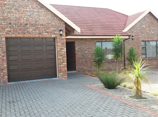 4 Bedroom House for Sale in Rooi Rivier Rif