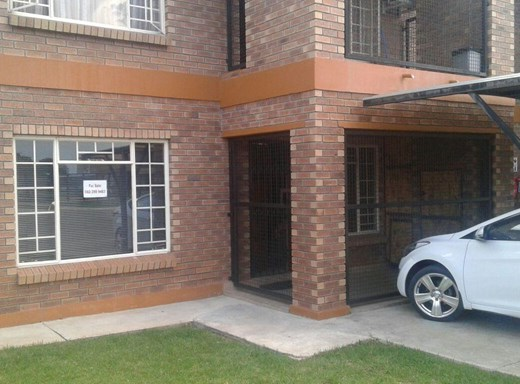 2 Bedroom House for Sale in Waterval East