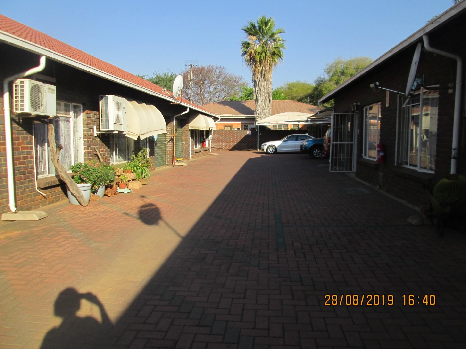 2 Bedroom Simplex to Rent in Rustenburg Central