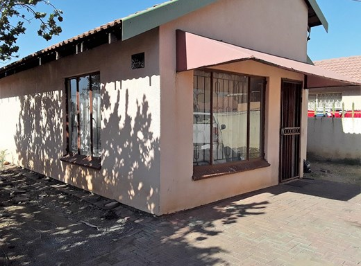 2 Bedroom House for Sale in Boitekong