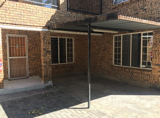 2 Bedroom House to Rent in Rustenburg Central