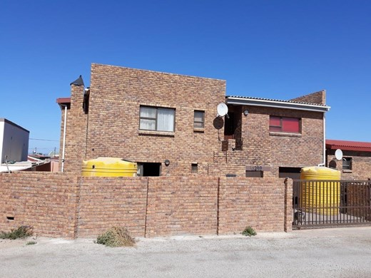 6 Bedroom House for Sale in Port Nolloth