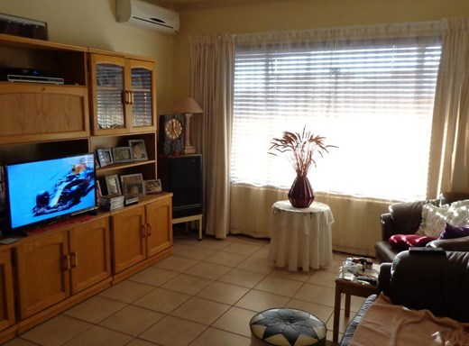 4 Bedroom House for Sale in Uitsig