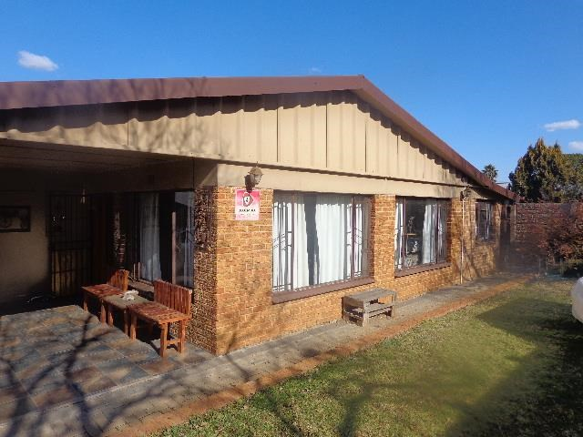Uitsig House For Sale