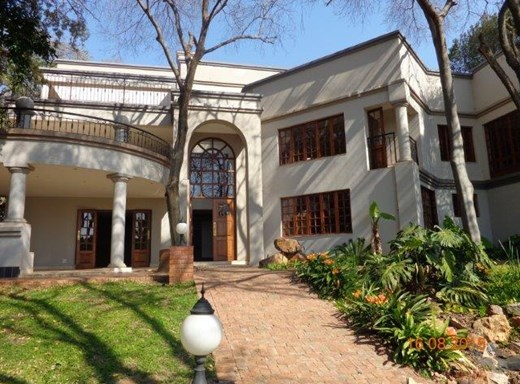 6 Bedroom House for Sale in Waterkloof