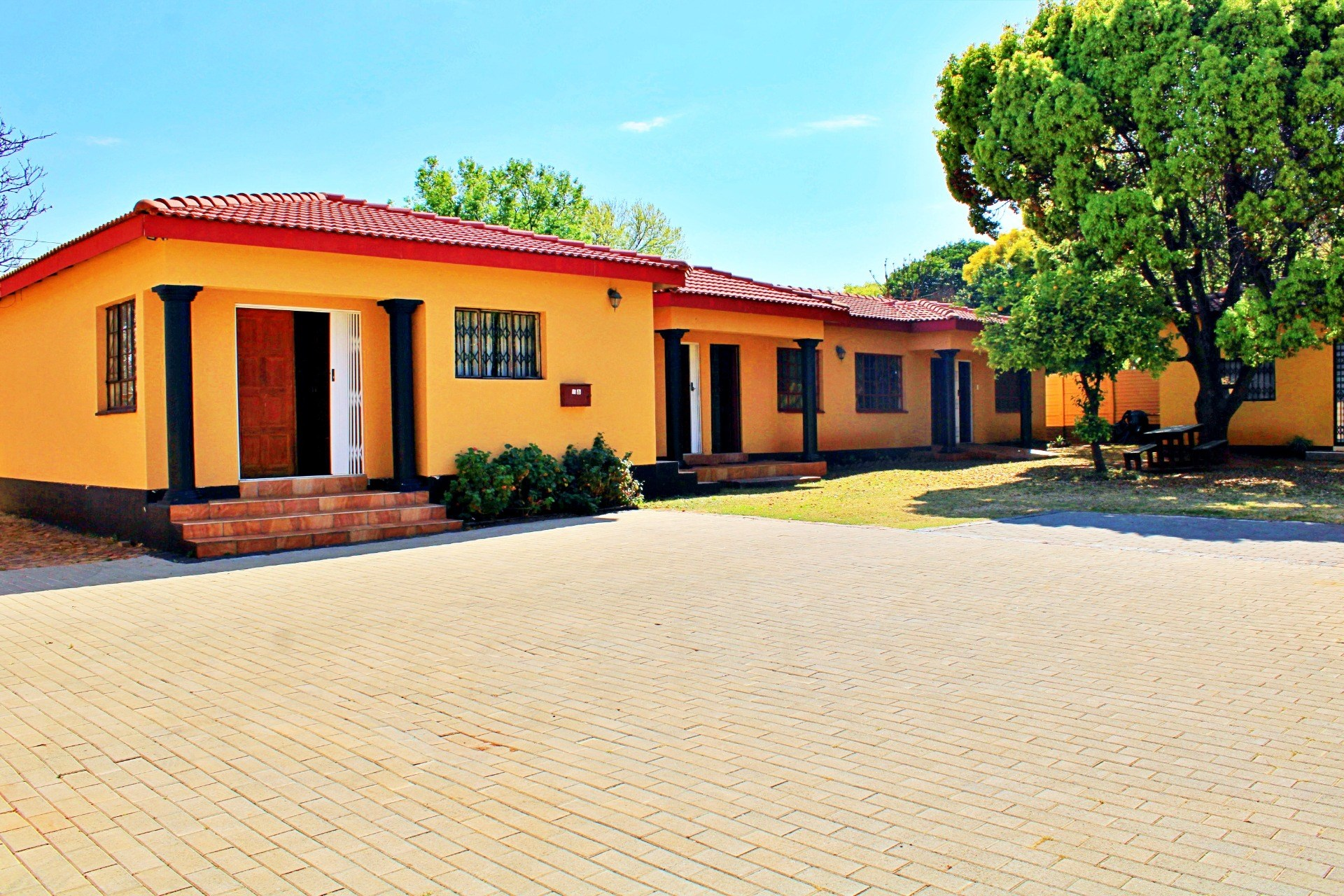 13 Bedroom House for Sale in Clubview
