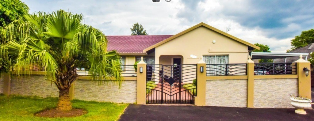 3 Bedroom House for Sale in Hayfields