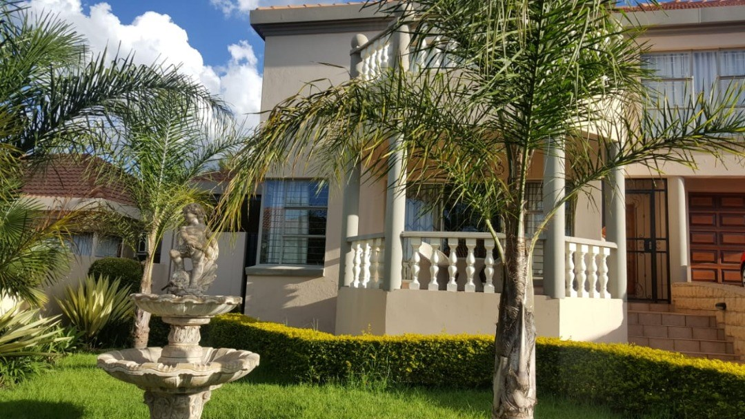 4 Bedroom House for Sale in Rietvalleirand