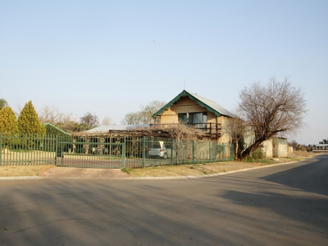 Mooivallei Park Small Holding For Sale