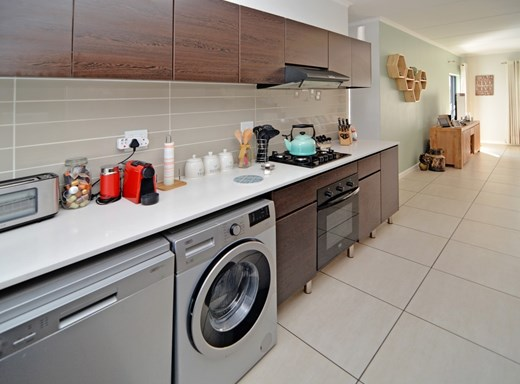 2 Bedroom Apartment for Sale in Greenstone Hill