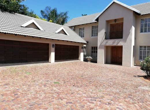 6 Bedroom House for Sale in Bedfordview