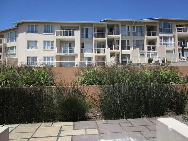 Beacon Bay Apartment For Sale