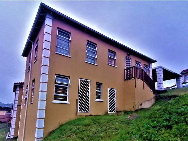 Beacon Bay Townhouse For Sale