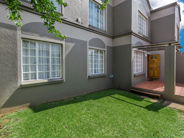 Roodekrans Townhouse For Sale