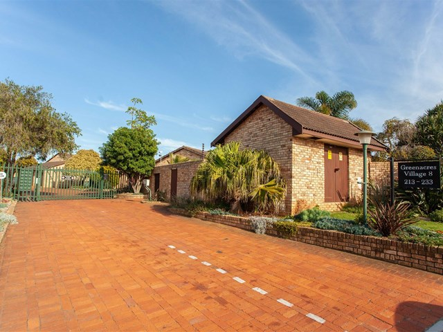 Greenacres Townhouse For Sale