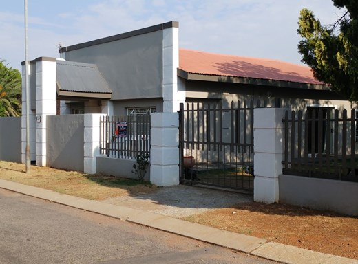 4 Bedroom House for Sale in Miederpark