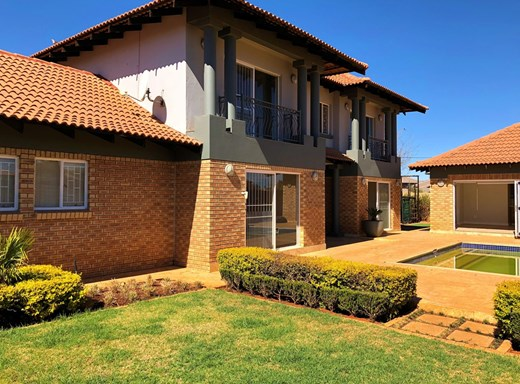 3 Bedroom House for Sale in Van Der Hoff Park